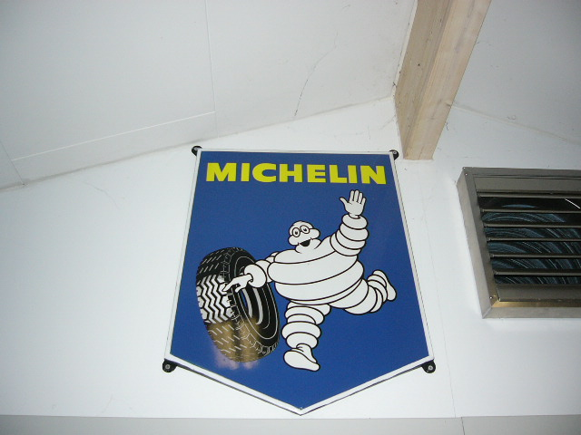Michelin_sign