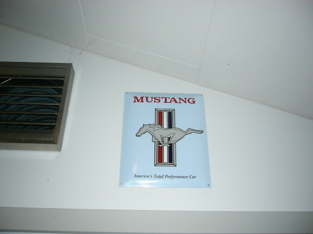 Mustang_sign
